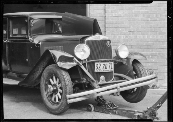 Wrecked Graham Paige sedan, File AL-4633, Southern California, 1932
