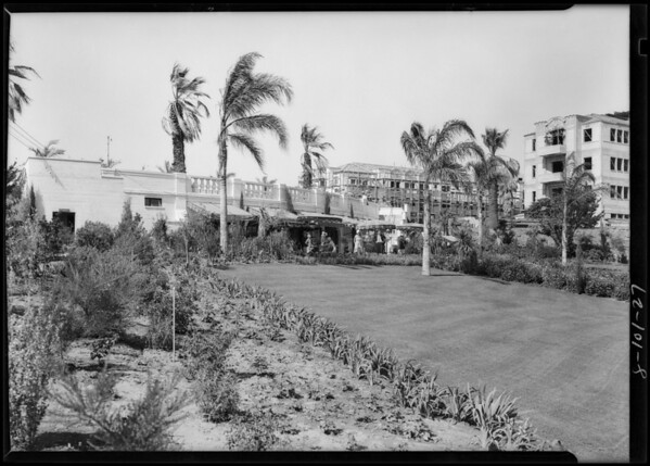 Construction of tea room and pool, Southern California, 1928