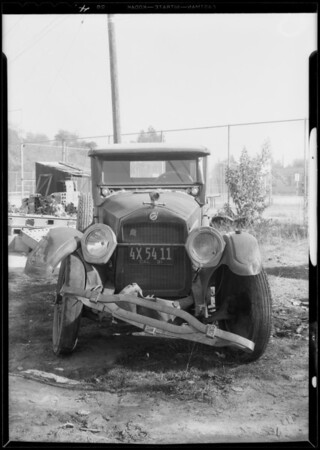 Car accident and intersection of Harvard and Glendale Boulevard, Glendale, CA, 1932