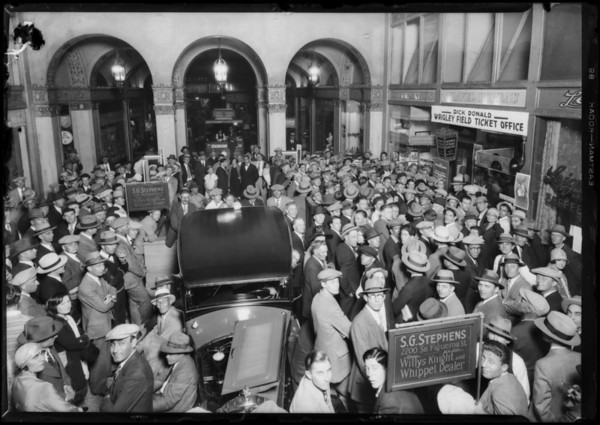 Crowd listening to Dempsey-Tunney fight over Atwater Kent Radio, Southern California, 1927