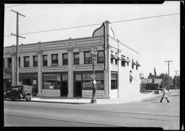 Citizens Trust and Savings Branch at Hollywood Boulevard and Bronson, Hollywood Boulevard and North Bronson Avenue, Los Angeles, CA, 1927