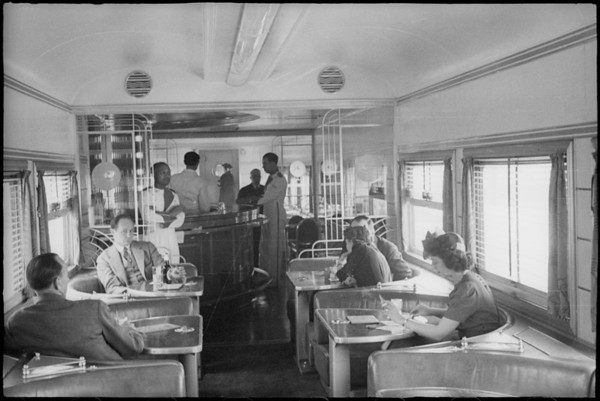 Interiors of Southern Pacific Daylight train, Southern California, [s.d.]
