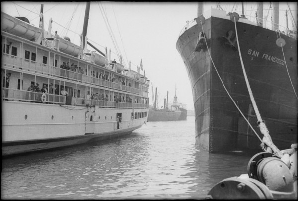 Steamboat Yale arrives at berth, San Pedro, CA, [s.d.]
