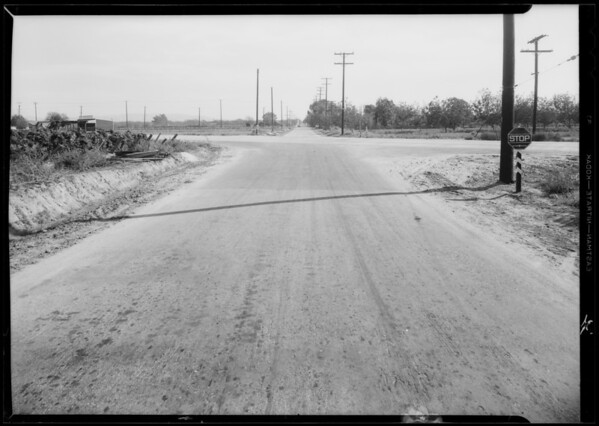 Paige sedan and intersection of Holt Avenue - Francisquito Avenue & Virginia Avenue, Baldwin Park, Southern California, 1933
