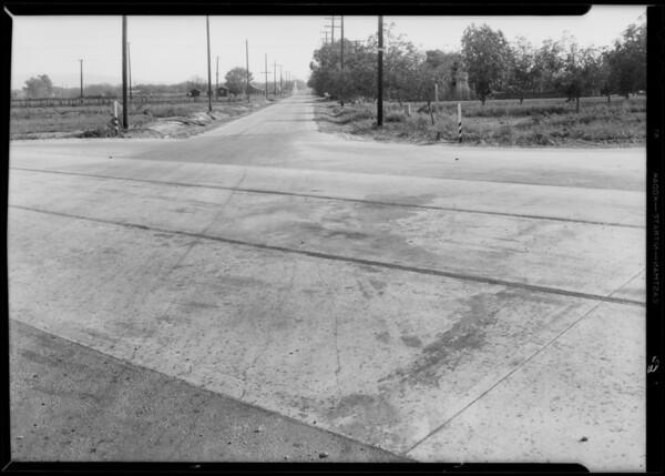 Paige sedan and intersection of Holt Avenue - Francisquito Avenue & Virginia Avenue, Baldwin Park, Southern California, 1933