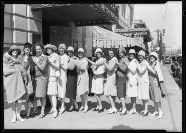 Women at Montmarte Café, Southern California, 1928