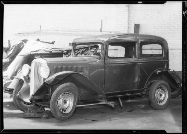 Wrecked Essex coach at Southwest Auto Works, Southern California, 1933