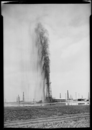Gusher at Dominguez Oil Field, Long Beach, CA, 1925