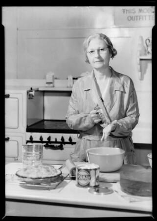 Kate Brew Vaughn at old express building, Southern California, 1932