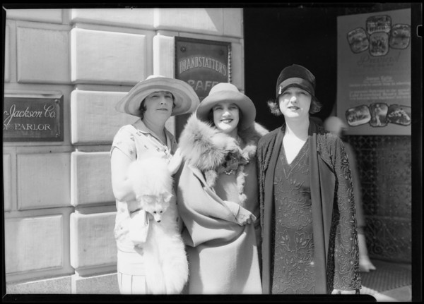 Women at Montmarte Café, Southern California, 1928