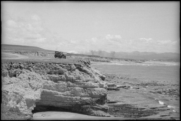 Rugged coastline, surf, Southern California, [s.d.]
