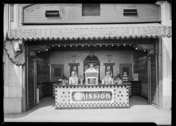 Mission Orange stand at 459 South Main, Southern California, 1927