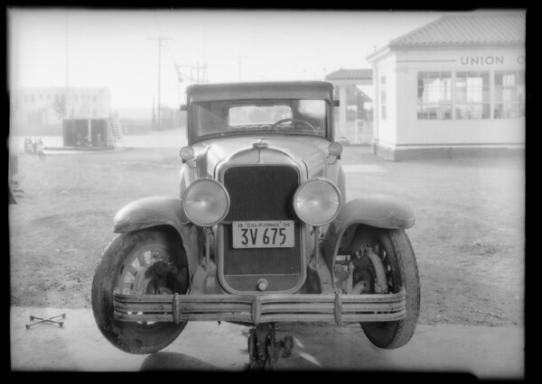 Buick sedan - Campbell owner & assured, Ford coupe - Carter owner, Southern California, 1934