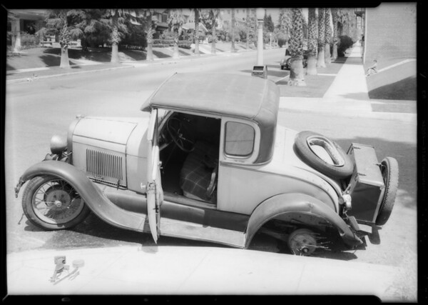Intersection of West 5th Street and South Kenmore Avenue and car, American Automobile Insurance Co., Southern California, 1934