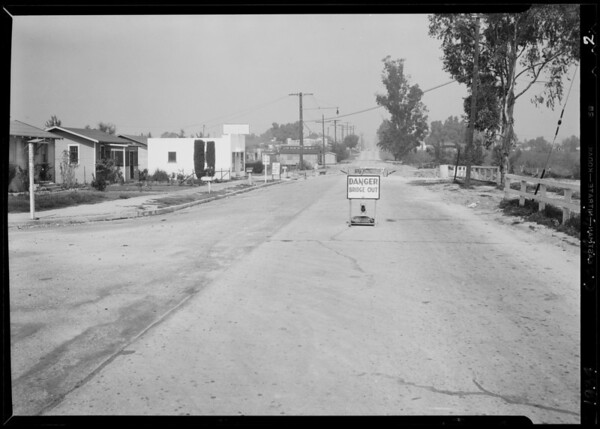 Intersection of South Del Mar Avenue and West Norwood Place, car at Aliso and Kellar Street, Southern California, 1934