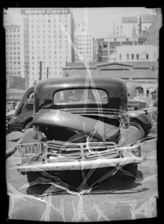 Wrecked Buick sedan, Southern California, 1935