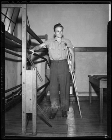 Burch Donahue, Loyola football player at Orthopedic Hospital, Southern California, 1940