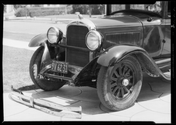 Wrecked Studebaker, owner Mr. Wright, Southern California, 1935
