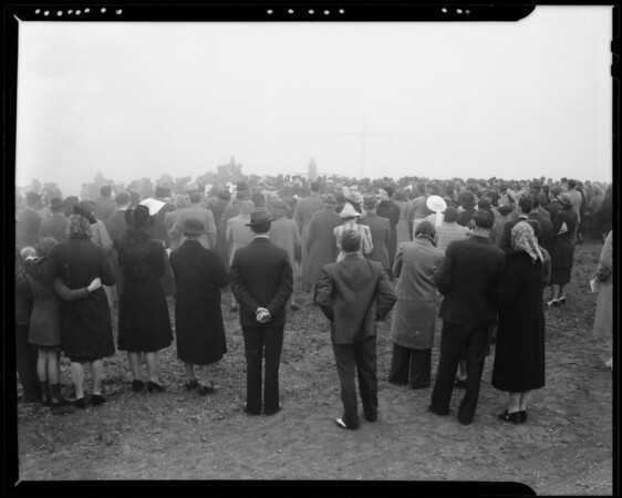 Easter sunrise services on top of Mount San Pedro, Southern California, 1940