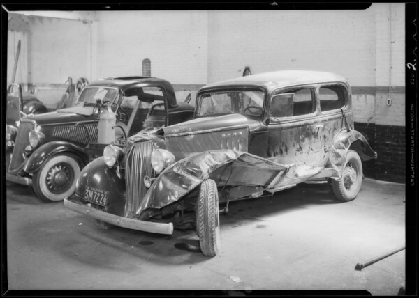 Wrecked Pontiac sedan, Southern California, 1935