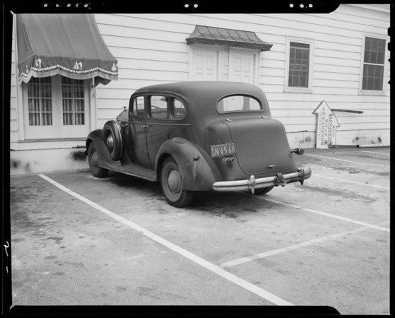 Packard sedan on Carl's Viewpark parking lot, Southern California, 1940
