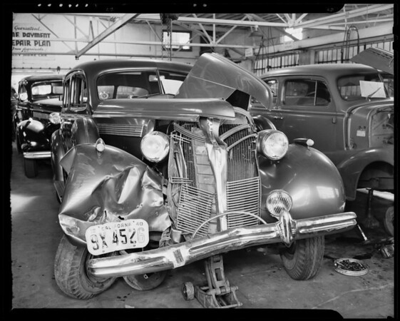 Wrecked Buick, Universal Garage, 1253 South Hoover Street, Los Angeles, CA, 1940