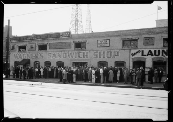 Chain letter crowd, Wagner's Sandwich Shop, 10th Street [West Olympic Boulevard] and South Grand Avenue, Los Angeles, CA, 1935