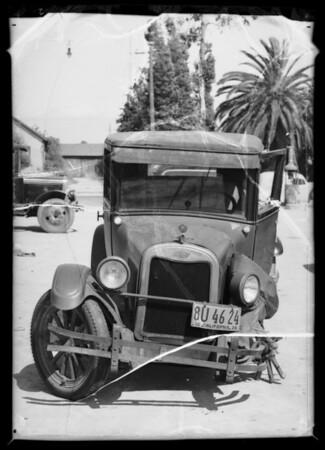 Wrecked 1926 Chevrolet coach, Southern California, 1936