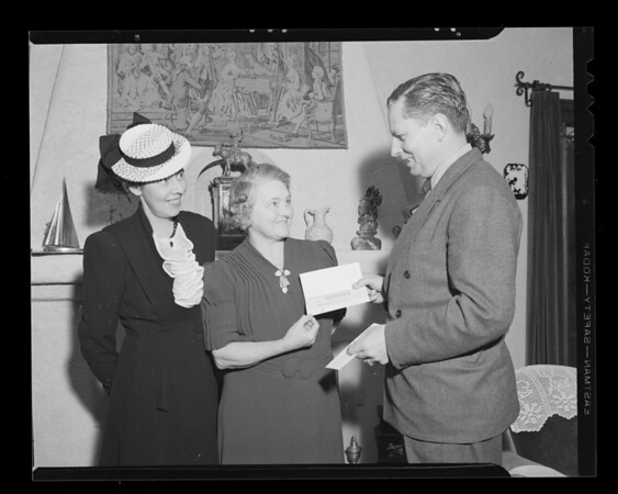 Prize winner Mrs. C.L. Howard with Mr. Russell and Mrs. O'Brien, 2235 Kelton Avenue, Los Angeles, CA, 1940