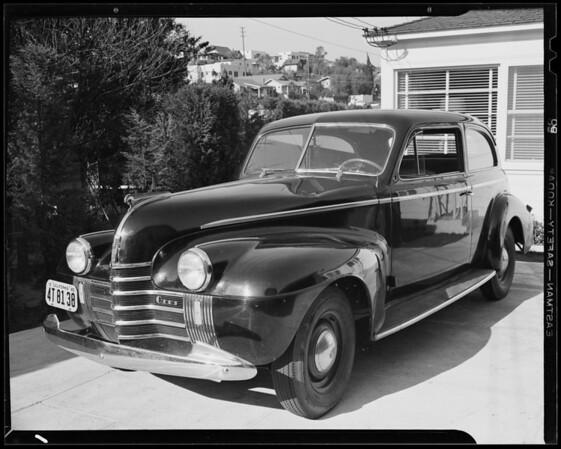 1940 Oldsmobile sedan - damage to left front fender & hood, Los Angeles, CA, 1940