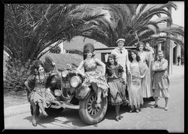 Lincoln with Spanish dancers, Southen California, 1927