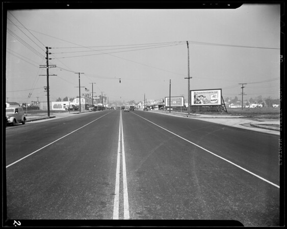 1938 Dodge coupe, 1934 Oldsmobile sedan, intersection Lincoln Boulevard & Sunset Avenue in Venice, Southern California, 1940