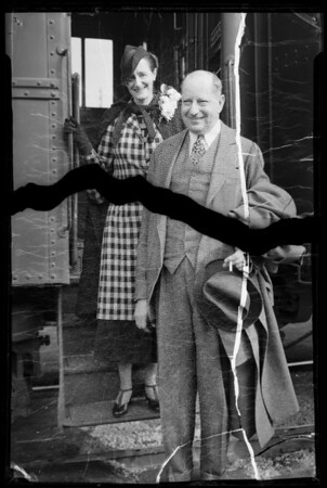 Sigmund Romberg arrives at Santa Fe station, Pasadena, CA, 1936