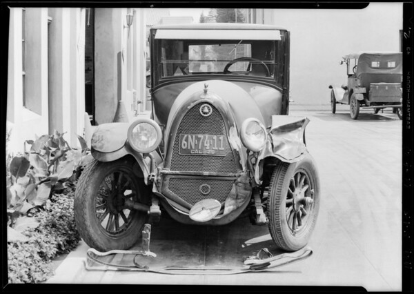 Wrecked Franklin sedan, Southern California, 1929