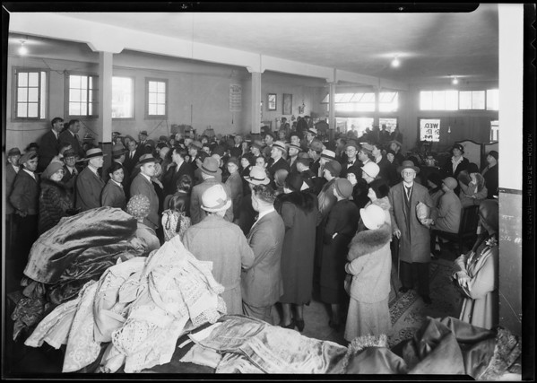Crowd at O'Connor's auction, Southern California, 1930