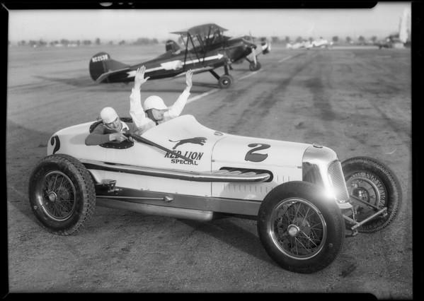 Wilbur Shaw shooting tire, Southern California, 1934