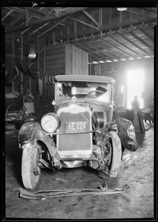 Peerless & Ford wreck, Norwalk in Lyster's Day & Nite Garage, 1518 1st Street, Norwalk, Lindale- assured, Southern California, 1931