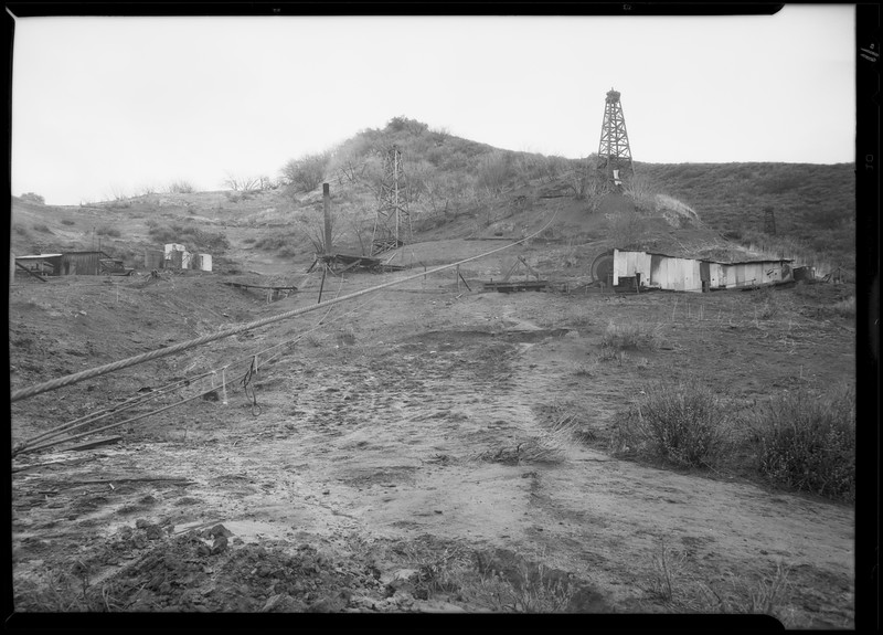 Oil field at Newhall, Southern California, 1930 [image 11]