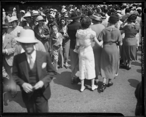 Crowds shopping, Los Angeles, CA, 1935