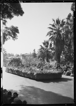 Parade floats, Tournament of Roses, Pasadena, CA, 1933