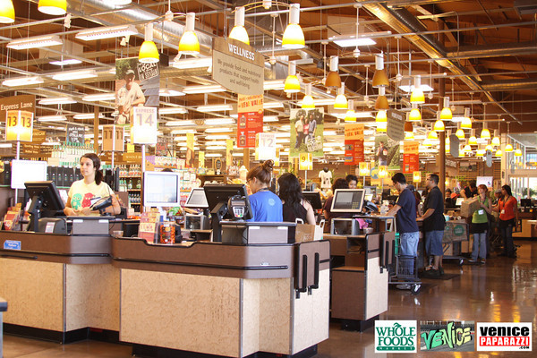 09 05 09 Whole Foods Market One Year Anniversary   Free BBQ   Customer Appreciation   225 Lincoln Blvd   Venice, Ca 310  566 9480 (497)