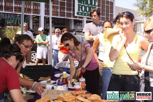 09 05 09 Whole Foods Market One Year Anniversary   Free BBQ   Customer Appreciation   225 Lincoln Blvd   Venice, Ca 310  566 9480 (26)