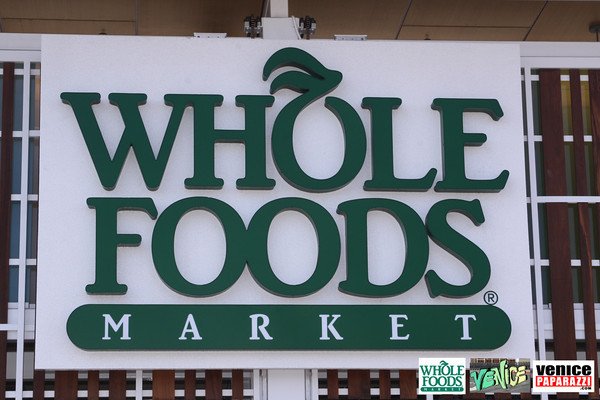 09 05 09 Whole Foods Market One Year Anniversary   Free BBQ   Customer Appreciation   225 Lincoln Blvd   Venice, Ca 310  566 9480 (5)