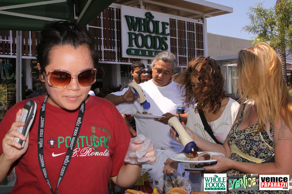 09 05 09 Whole Foods Market One Year Anniversary   Free BBQ   Customer Appreciation   225 Lincoln Blvd   Venice, Ca 310  566 9480 (154)