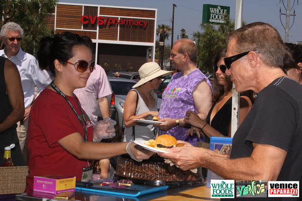 09 05 09 Whole Foods Market One Year Anniversary   Free BBQ   Customer Appreciation   225 Lincoln Blvd   Venice, Ca 310  566 9480 (103)