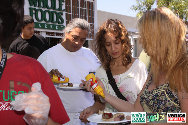 09 05 09 Whole Foods Market One Year Anniversary   Free BBQ   Customer Appreciation   225 Lincoln Blvd   Venice, Ca 310  566 9480 (155)