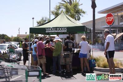09 05 09 Whole Foods Market One Year Anniversary   Free BBQ   Customer Appreciation   225 Lincoln Blvd   Venice, Ca 310  566 9480 (7)