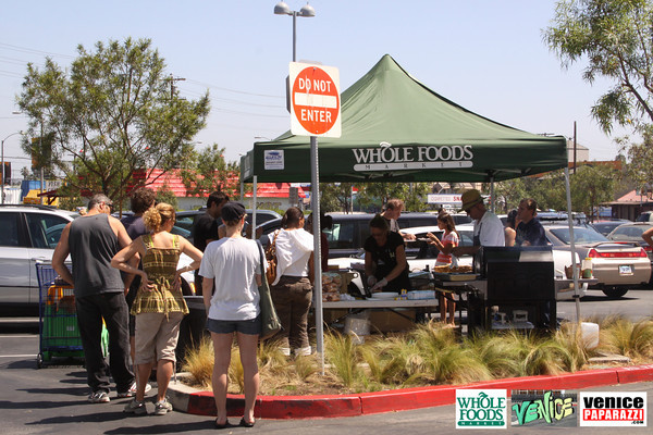 09 05 09 Whole Foods Market One Year Anniversary   Free BBQ   Customer Appreciation   225 Lincoln Blvd   Venice, Ca 310  566 9480 (125)