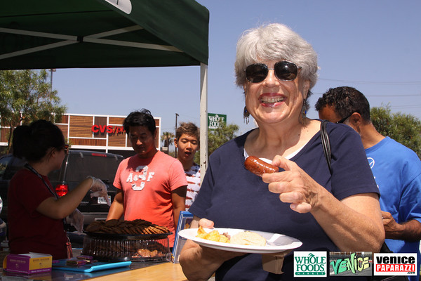 09 05 09 Whole Foods Market One Year Anniversary   Free BBQ   Customer Appreciation   225 Lincoln Blvd   Venice, Ca 310  566 9480 (55)