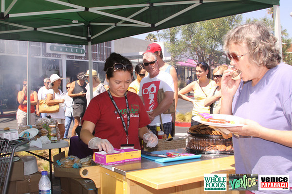 09 05 09 Whole Foods Market One Year Anniversary   Free BBQ   Customer Appreciation   225 Lincoln Blvd   Venice, Ca 310  566 9480 (18)